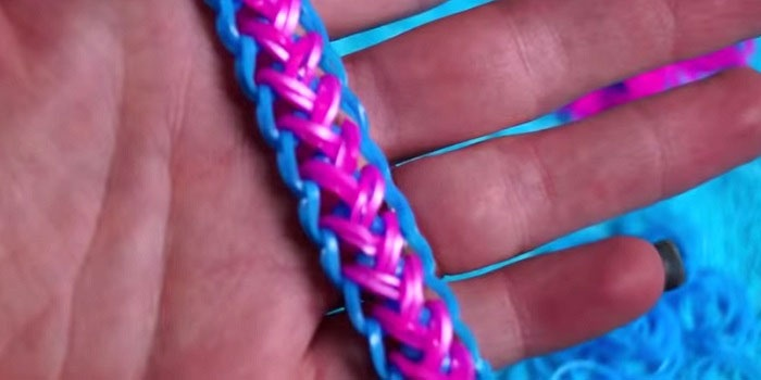 """Як сплести браслет з резинок скромність - інструкції і схеми плетіння на верстаті, вилках, рогатці та олівцях з фото і відео """" М"""