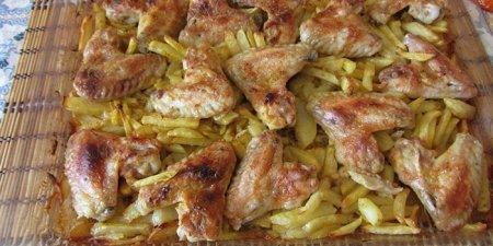 Картопля в духовці з м'ясом у горщиках: рецепти приготування з фото